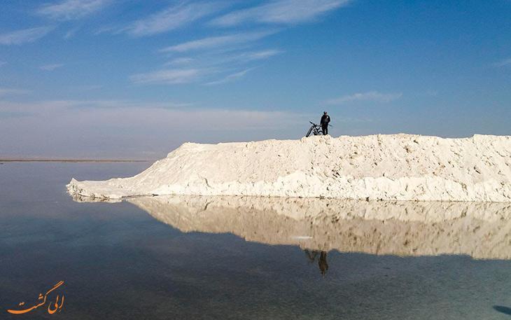 بارندگی های اخیر دریاچه نمک قم را از مرگ نجات داد!
