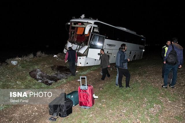 2 کشته و 26 مصدوم در برخورد اتوبوس با تریلر در بزرگراه کاشان- قم