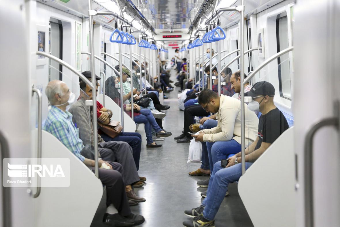 خبرنگاران مسافران مترو شیراز، ماسک اجباری بدون ساز و کار اجرایی